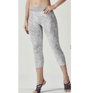 Fabletics Seamless Printed Capri leggings